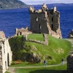 Loch Ness mit Urquart Castle